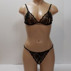 Woman's sexy lace bra and panty lingerie set NWT